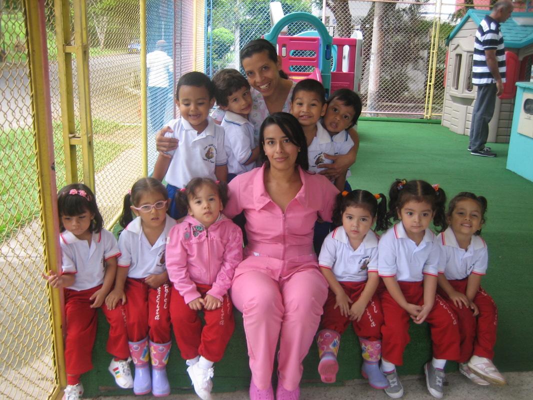 Quienes somos jardin infantil torrecita de papel for Azulillo jardin infantil